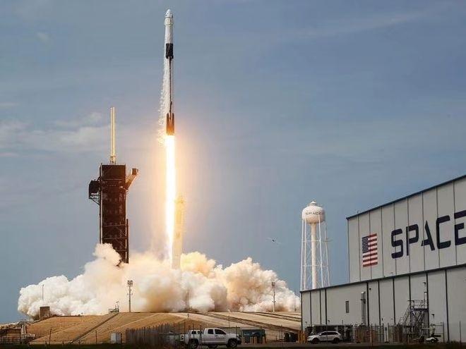 """SpaceX今年将派遣首批""""全民""""宇航员前往太空"""
