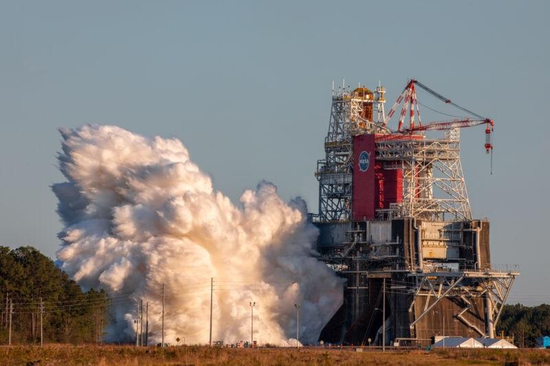 NASA第二次SLS重型火箭点火实验2月启动
