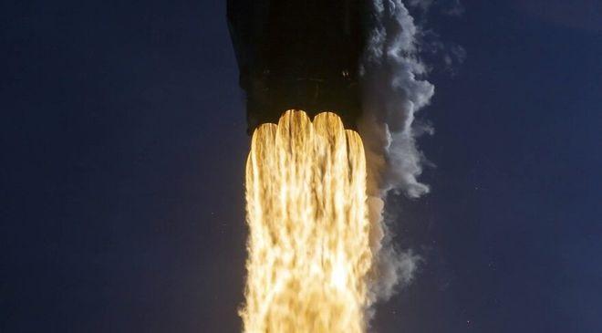 猎鹰9号火箭助推器着陆失败原因是发动机外壳上有孔洞