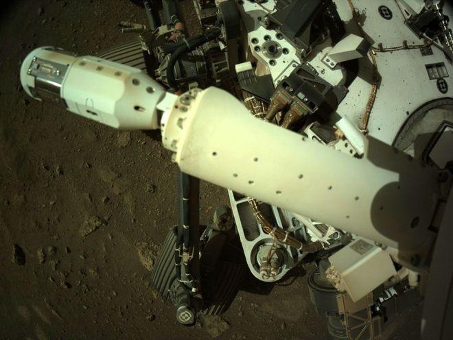NASA毅力号火星车在火星表面完成风力传感器部署