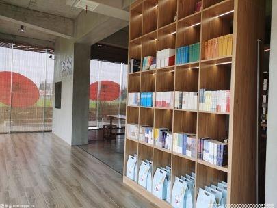 为迎接建党一百周年 北京各大书店设置专台专柜