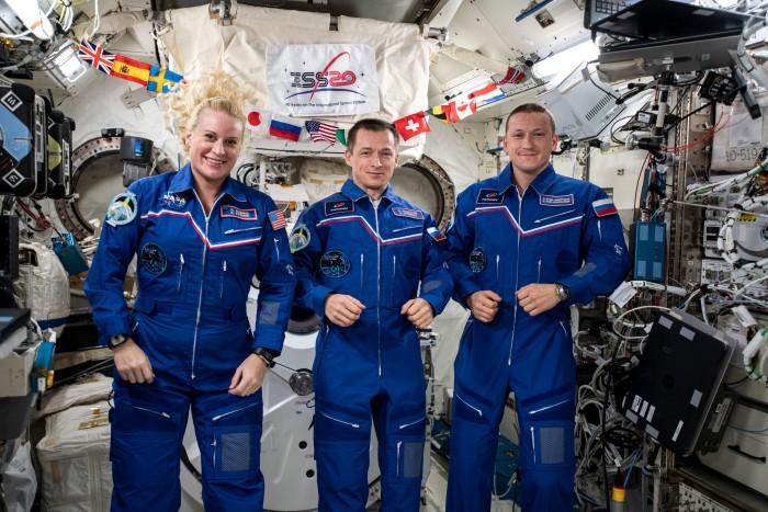 NASA第64远征队飞行工程师和两名俄罗斯宇航员将降落地球