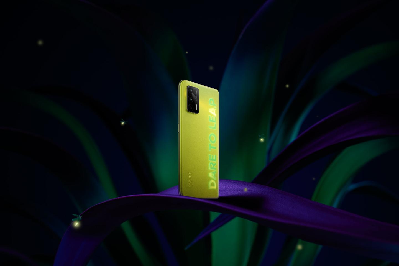 realme首款萤火虫手机Q3 Pro真机首曝 号称新一代千元机皇