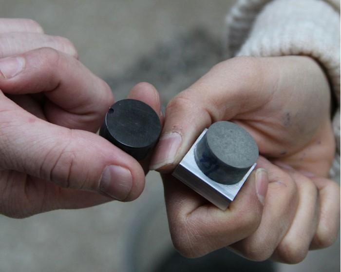 科学家在混凝土中加入纳米碳黑使混凝土能够携带电流