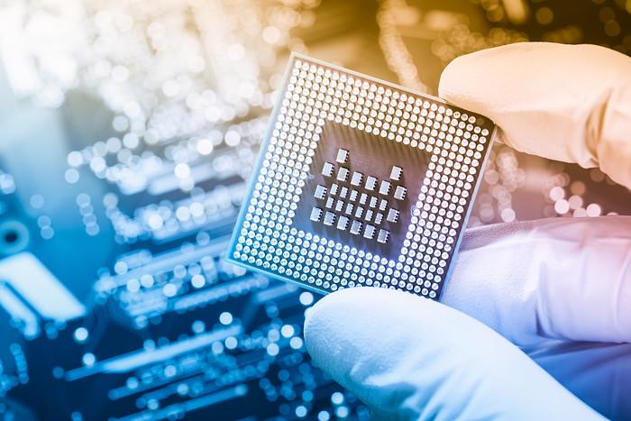 国产CPU龙芯3A5000将发布  搭自主指令系统架构LoongArch