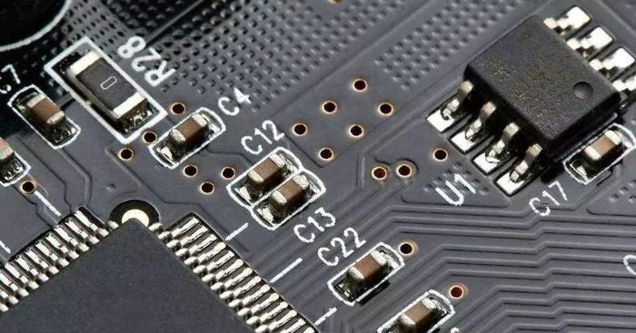 三星成功生产0402规格MLCC电容 大小和人类手指宽度相近