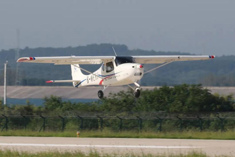 航空工业特飞所研发的轻型运动飞机AG50静力试验机挂签成功