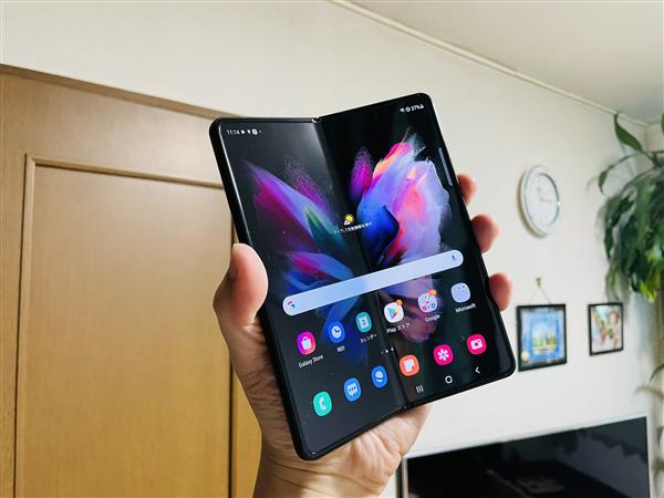 微博CEO王高飞换三星Galaxy Z Fold3 屏幕不能用指甲或笔按压
